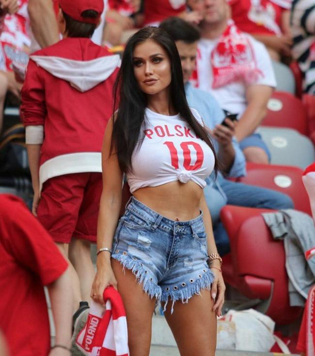 Фото болельщицы Польши 3