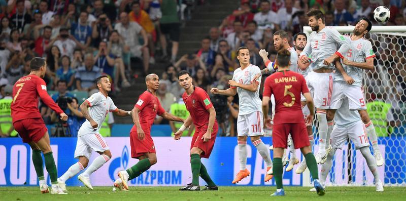 Гол Роналду со штрафного в матче против Испании (3:3)